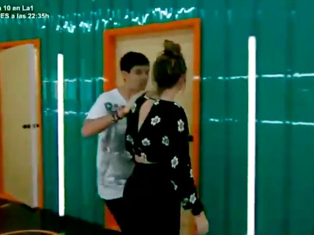 Alfred y Amaia  se esconden en las duchas de la Academia de 'Operación Triunfo'