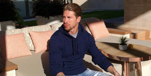 Sitting, Neck, Muscle, Shoulder, Outerwear, Sweater, Top,