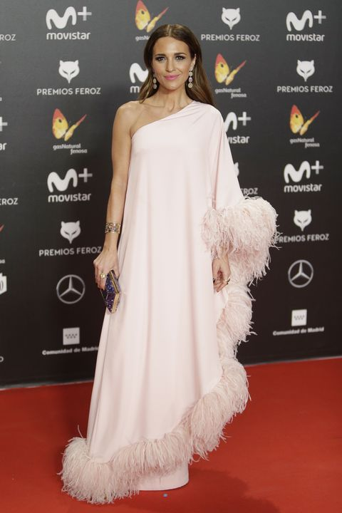 Red carpet, Clothing, Dress, Shoulder, White, Carpet, Fashion model, Flooring, Hairstyle, Gown,