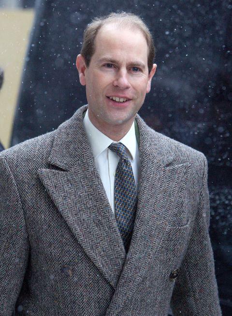 Suit, White-collar worker, Outerwear, Official, Businessperson, Blazer, Formal wear, Tuxedo,