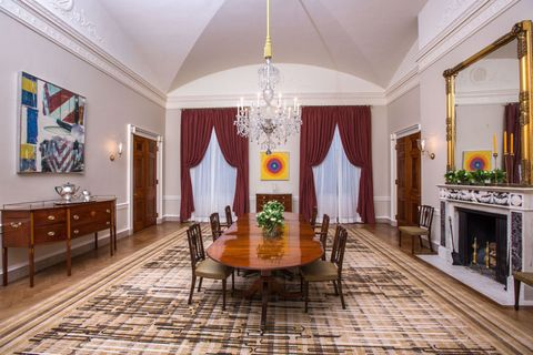 Michelle Obama Gives Bold, Modern New Look to White House Dining Room