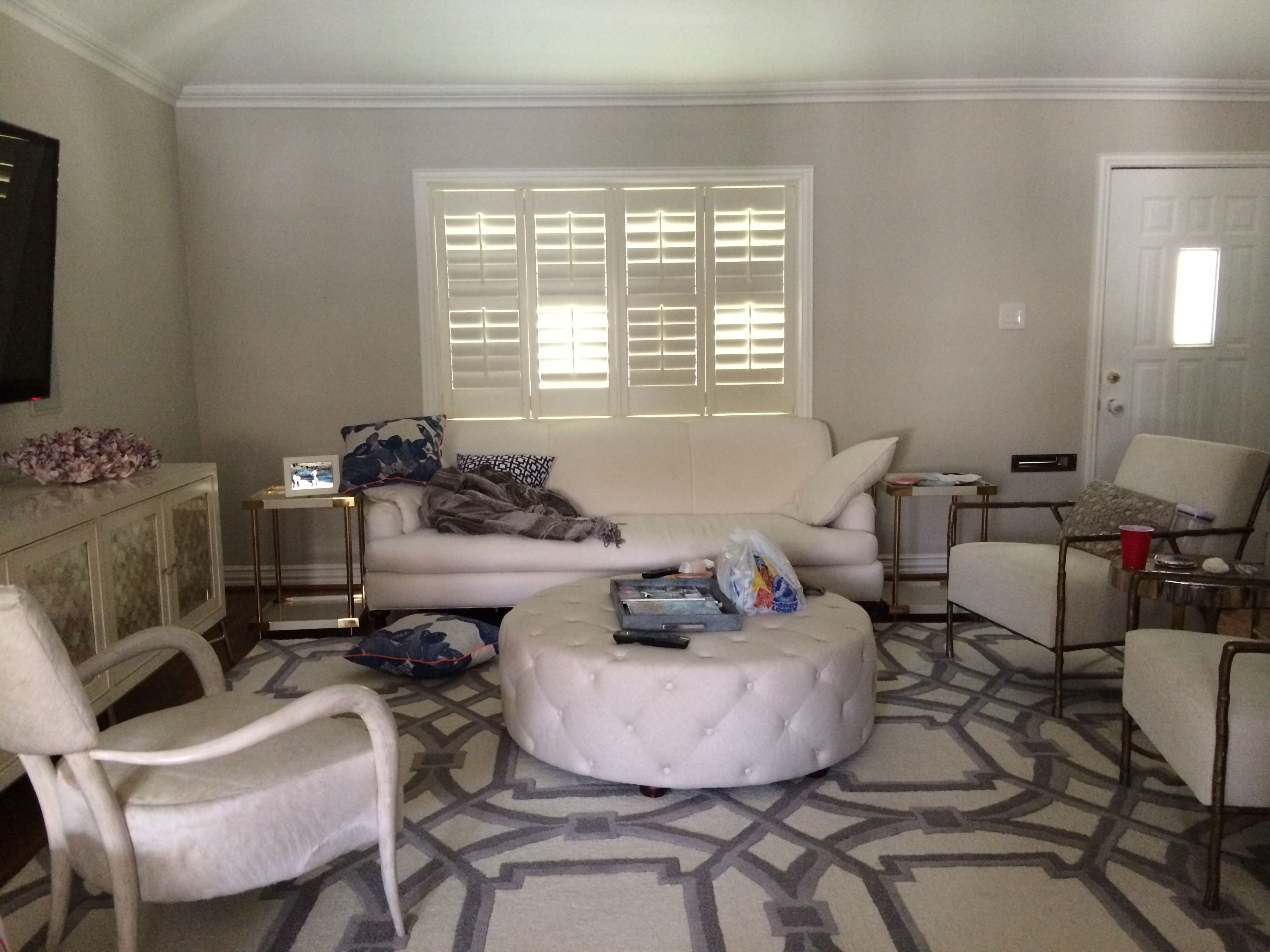 Before After An Elegant BudgetFriendly Living Room Makeover