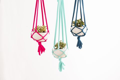 Shoulder bag, Pole, Body jewelry, Earrings, Natural material, Knot,