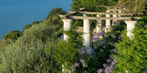 HOUSE TOUR: A Capri Island House That Capitalizes On Indoor Outdoor Living