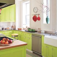 "Red accents against cabinetry painted in Benjamin Moore's Bright Lime make for a <a href=""/celebrity-style/celebrity-homes/g1530/all-in-the-family-1/"">surprising (though pleasing) pairing</a>."