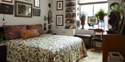 Wood, Room, Interior design, Floor, Bed, Property, Textile, Wall, Flooring, Furniture,