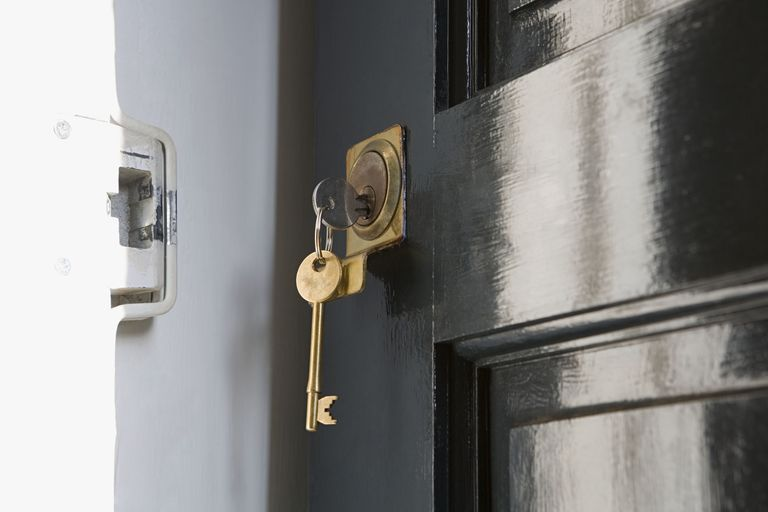 8 Signs Your House Is Just Waiting to Be Robbed