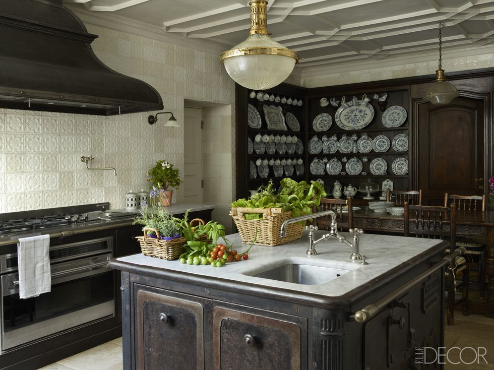 10 Decor Items You Need in Your Rustic Kitchen   Rustic Kitchen, Rustic Kitchen Ideas, Rustic Kitchen Decor, Rustic Decor, Home Decor, Farmhouse Decor, Farmhouse Decor Ideas, Farmhouse Kitchen, Farmhouse Living Room