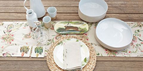 Serveware, Dishware, Porcelain, Tableware, Ceramic, Plate, Home accessories, Tablecloth, Platter, Drinkware,