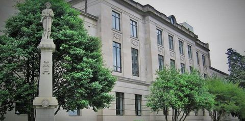Window, Facade, Building, Real estate, Mixed-use, Apartment, Urban design, Sculpture, Sash window, Monument,