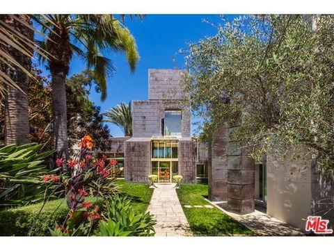 Plant, Property, Real estate, Facade, Woody plant, Garden, House, Door, Arecales, Shrub,