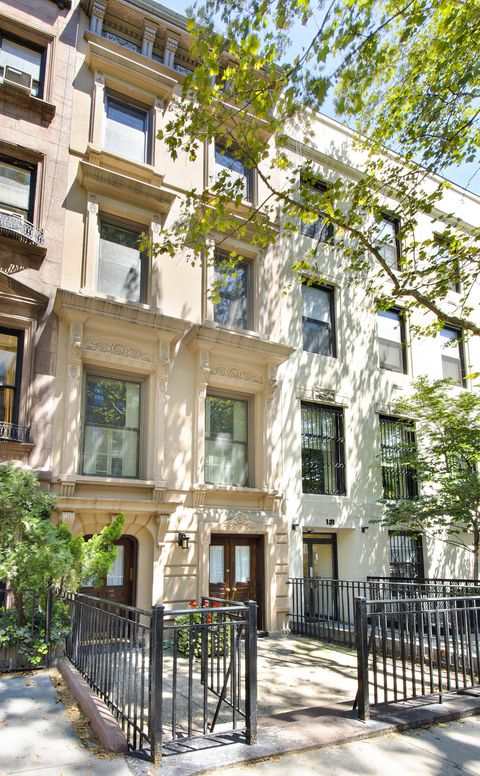 <p>The exterior of 127 East 78th Street</p>