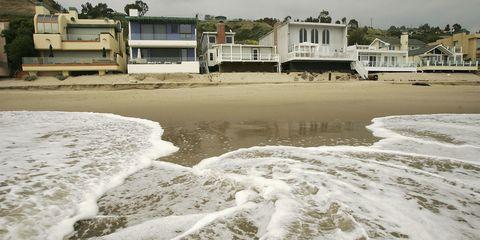 Body of water, Coastal and oceanic landforms, Shore, Coast, Neighbourhood, Residential area, Real estate, Fluid, Land lot, Beach,