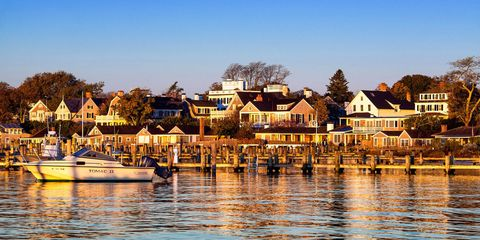 Watercraft, Water, Neighbourhood, Waterway, House, Residential area, Boat, Boats and boating--Equipment and supplies, Home, Reflection,