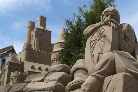Sculpture, Carving, Monument, Memorial, Historic site, Stone carving, Medieval architecture, History, Statue, Classical architecture,