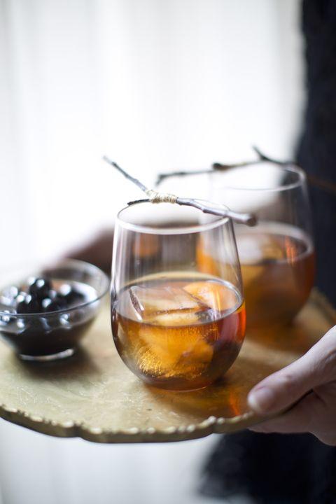 Fluid, Liquid, Serveware, Drinkware, Alcohol, Drink, Barware, Alcoholic beverage, Tableware, Distilled beverage,