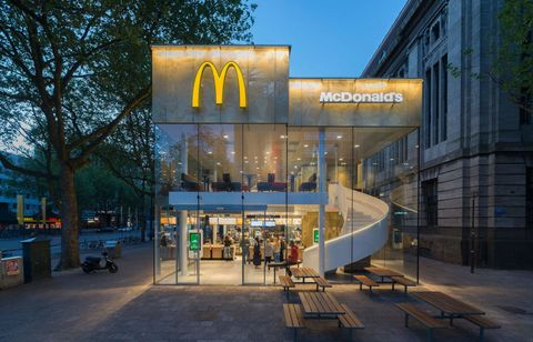 Commercial building, Bench, Mixed-use, Street light, Retail, Outdoor furniture, Outdoor bench, Plaza, Outlet store, Street furniture,