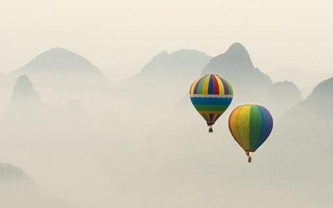 Daytime, Hot air ballooning, Atmosphere, Balloon, Aerostat, Atmospheric phenomenon, Hot air balloon, Air travel, Air sports, Slope,