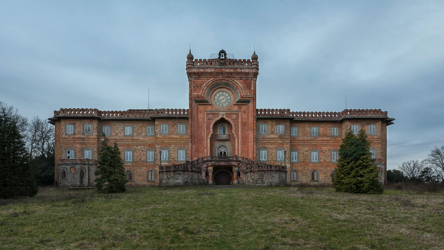 Behind This Aged Façade Is The World's Most Beautiful Abandoned Castle