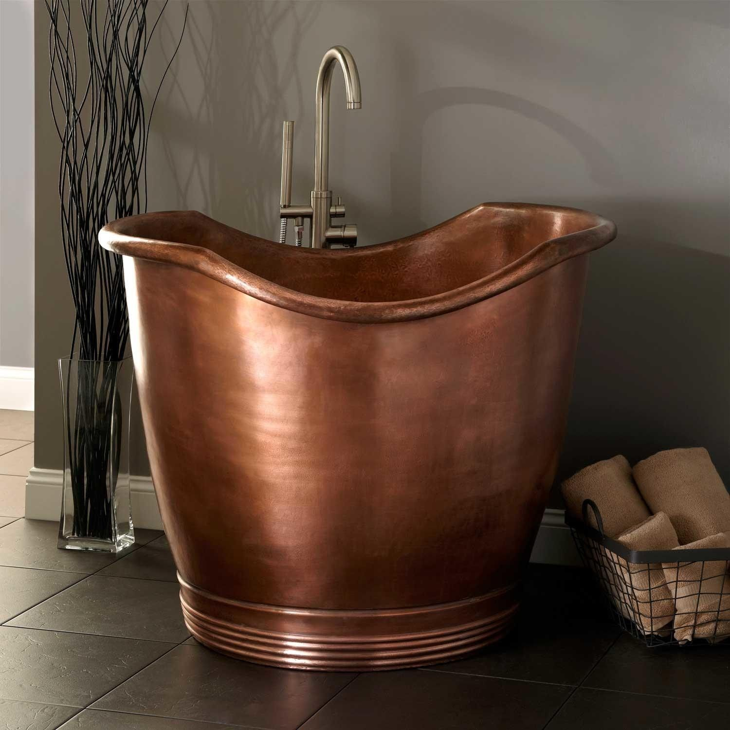 Small Bathtubs Tiny Bath Tub Sizes ElleDecorcom - Clawfoot tub in small bathroom