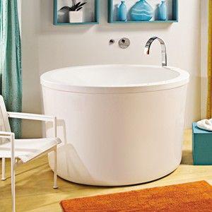 9 small bathtubs tiny bath tub sizes elledecorcom - Small Shower Baths