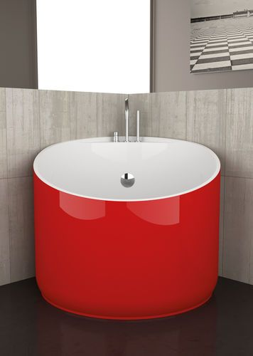 . 9 Small Bathtubs   Tiny Bath Tub Sizes   ElleDecor com