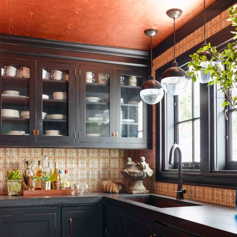 """<p>""""People always overlook the ceiling,"""" says designer <a href=""""http://malcolmjameskutner.com/"""" target=""""_blank"""">Malcolm James Kutner</a>, """"and it's a great place to put wallpaper, do a texture, or do a different color."""" Hello, pumpkin!</p>"""