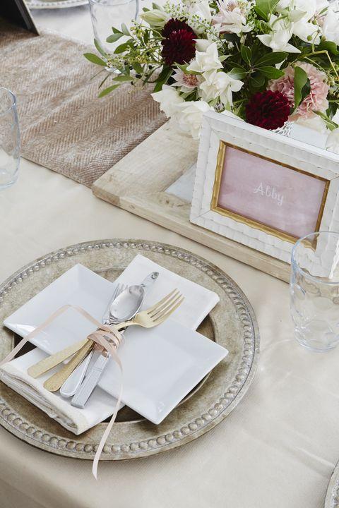 Tablecloth, Dishware, Textile, Petal, Napkin, Linens, Glass, Serveware, Stemware, Tableware,