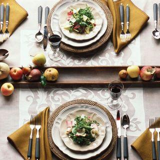 20 thanksgiving plates to help set an elegant table