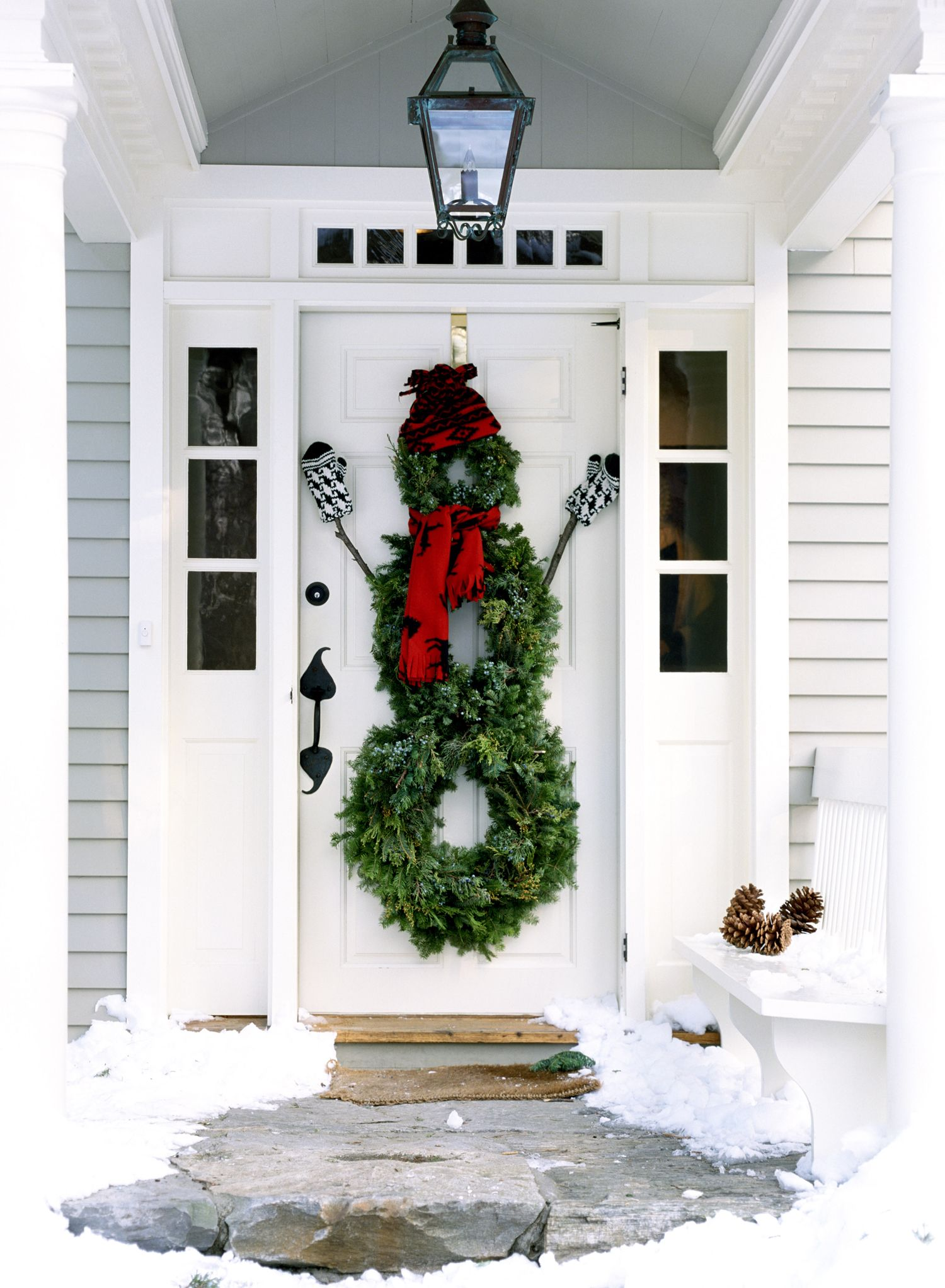 50+ Outdoor Christmas Decoration Ideas - Stylish Outside Christmas ...