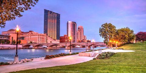 Sky, Urban area, Tree, Metropolitan area, Neighbourhood, City, Tower block, Real estate, Waterway, Commercial building,