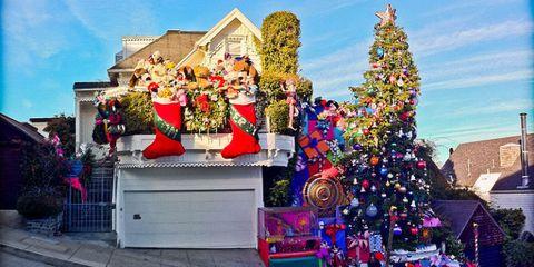 Christmas decoration, Christmas tree, Holiday, Winter, Christmas eve, Christmas, Tradition, Christmas ornament, Christmas lights, Ornament,