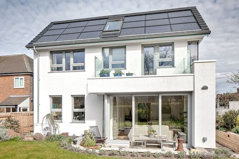 This Solar Home In England Costs Just $2 A Month To Run