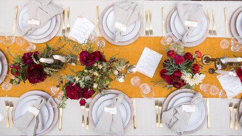 Tablecloth, Dishware, Petal, Serveware, Flower, Pink, Bouquet, Linens, Floristry, Flower Arranging,