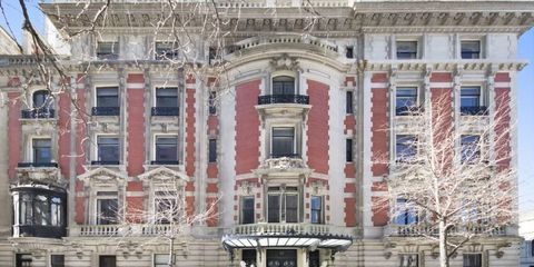 Facade, Mixed-use, Door, Classical architecture, Urban design, Sidewalk, Commercial building, Sash window, Town square, Seat of local government,