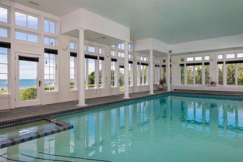Swimming pool, Property, Real estate, Fluid, Ceiling, Fixture, Reflection, Azure, Tile, Aqua,