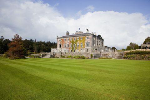 Grass, Cloud, Property, Land lot, Facade, Plain, Manor house, Garden, Lawn, Palace,