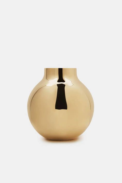 20 Dreamy Vases To Keep On Hand This Spring