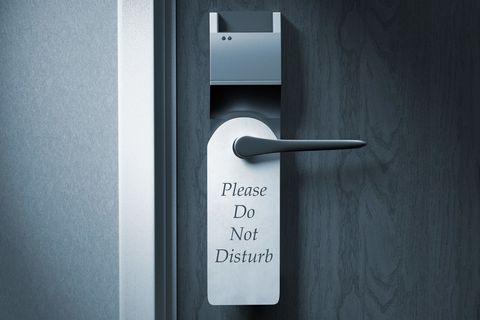 Door, Wall, Fixture, Household hardware, Lock, Parallel, Handle, Door handle, Gas, Hardware accessory,