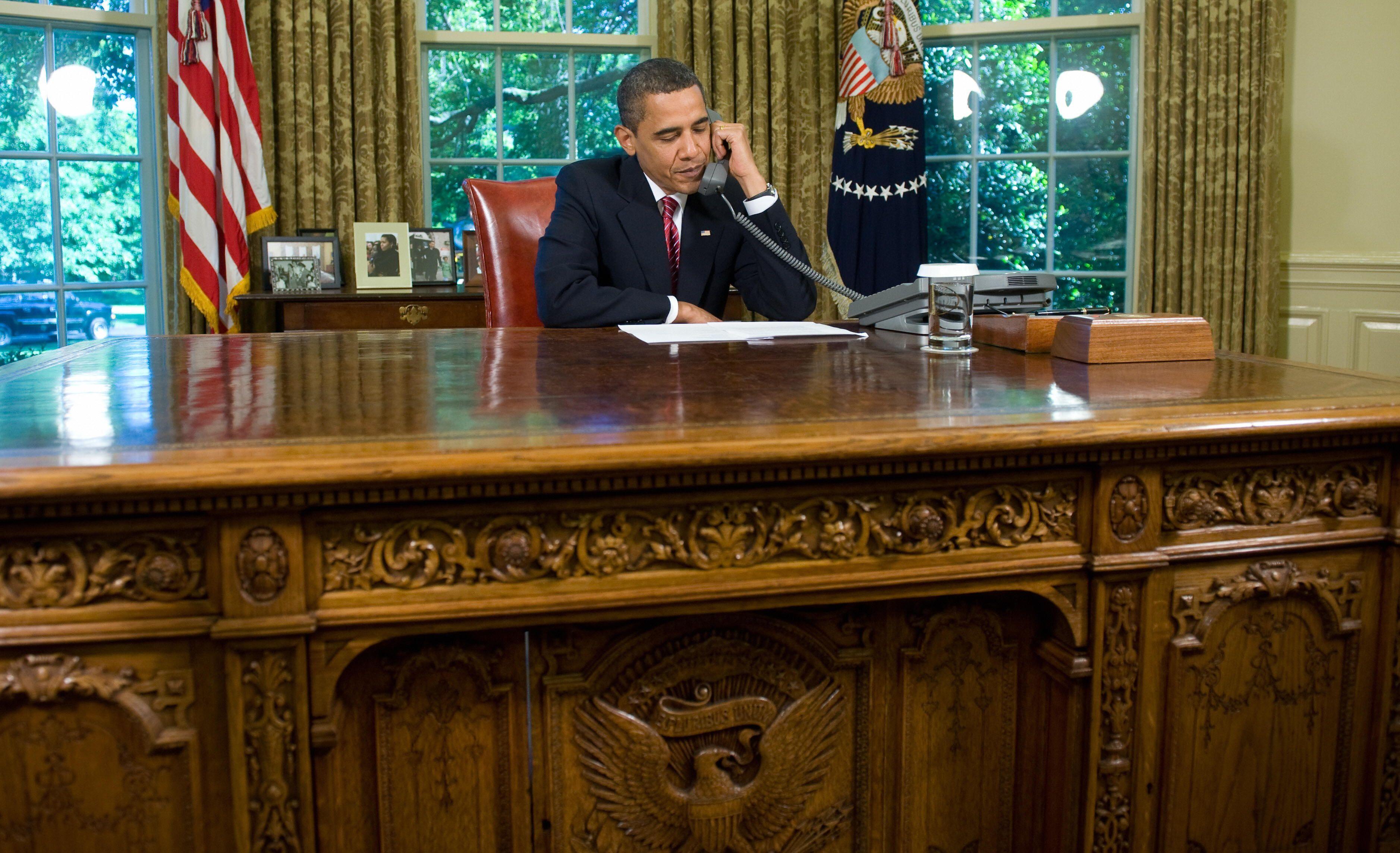 White House Oval Office Desk Intended Oval Office Desks Resolute Desk