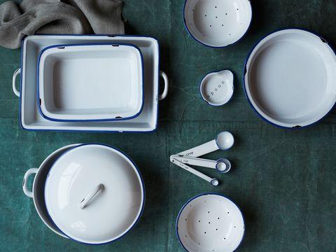 Serveware, Dishware, Drinkware, Porcelain, Kitchen utensil, Tableware, Cup, Ceramic, Circle, Rectangle,