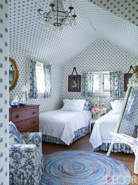Fashion Designer Lorry Newhouse Embraced The Whimsical Spirit And Rich History Of His Southhampton Cottage The Wallpaper In The Bedroom And The Fabric For
