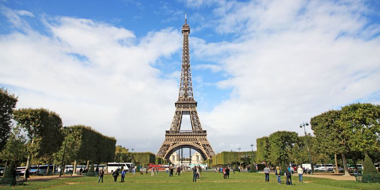 How to stay in the eiffel tower in paris homeaway for Overnight stay in paris