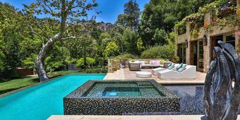 Swimming pool, Real estate, Water feature, Garden, Azure, Resort, Courtyard, Backyard, Shrub, Yard,