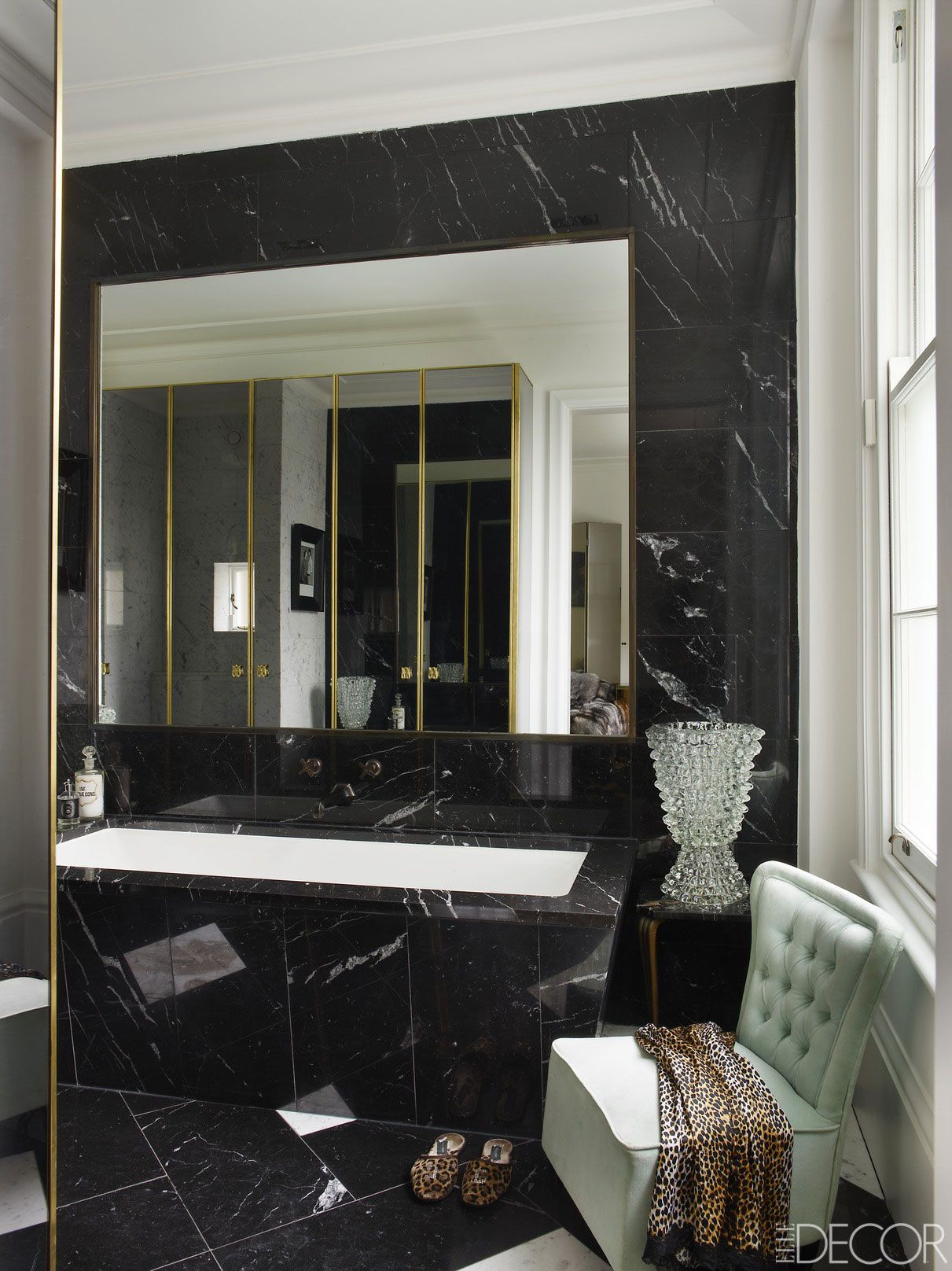 30 Black and White Bathroom Decor & Design Ideas