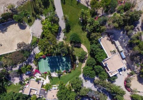 Aerial photography, Landscape, Residential area, Neighbourhood, Bird's-eye view, Land lot, Suburb, Urban design, Photography, Garden,