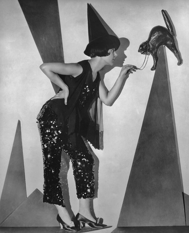20 best vintage halloween decorations retro halloween decor ideas photos - Vintage Halloween Witches