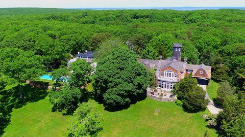 Vegetation, Property, Landscape, Land lot, Natural landscape, House, Shrub, Garden, Real estate, Roof,