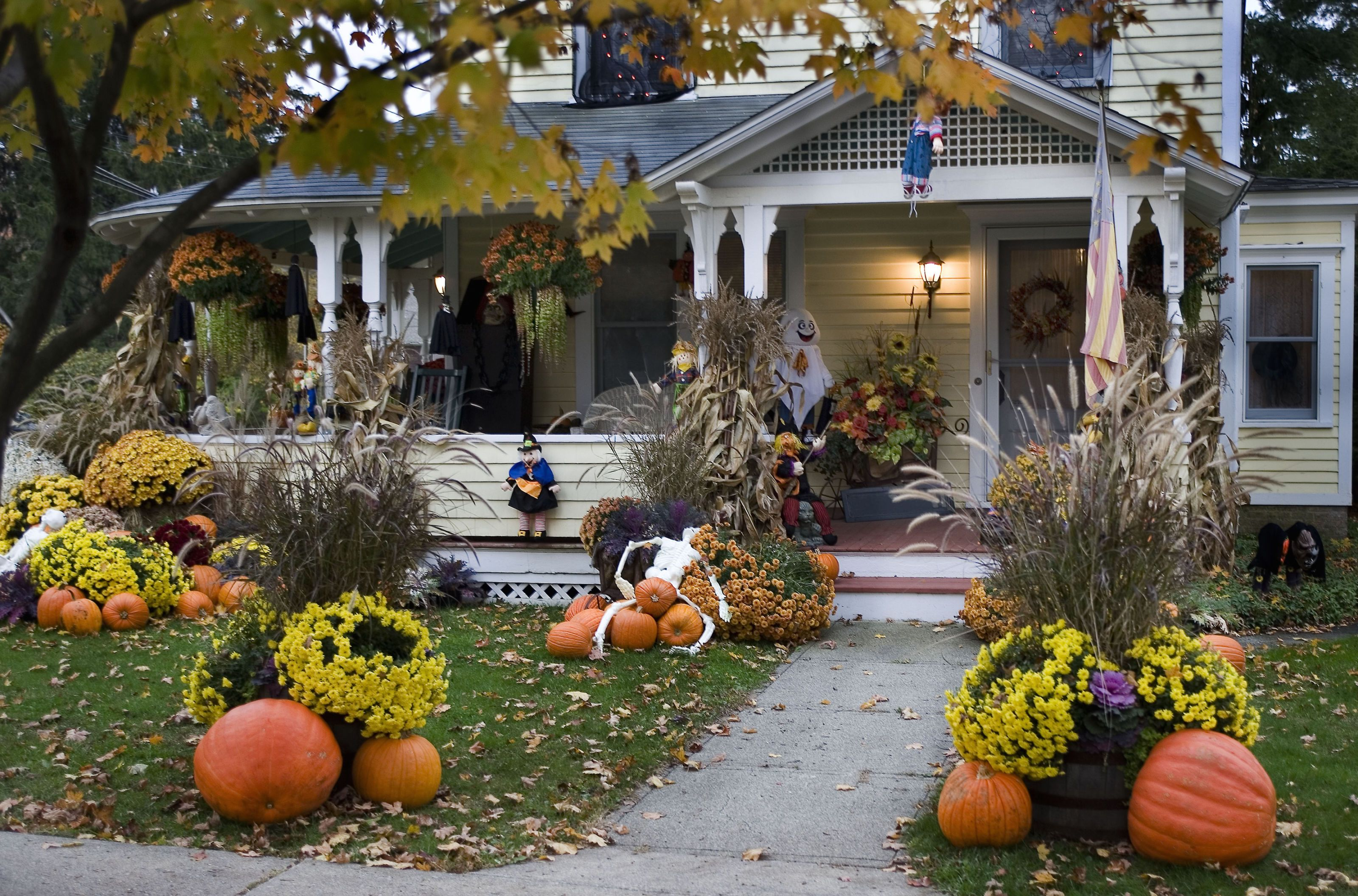 10 Best Outdoor Halloween Decorations , Porch Decor Ideas