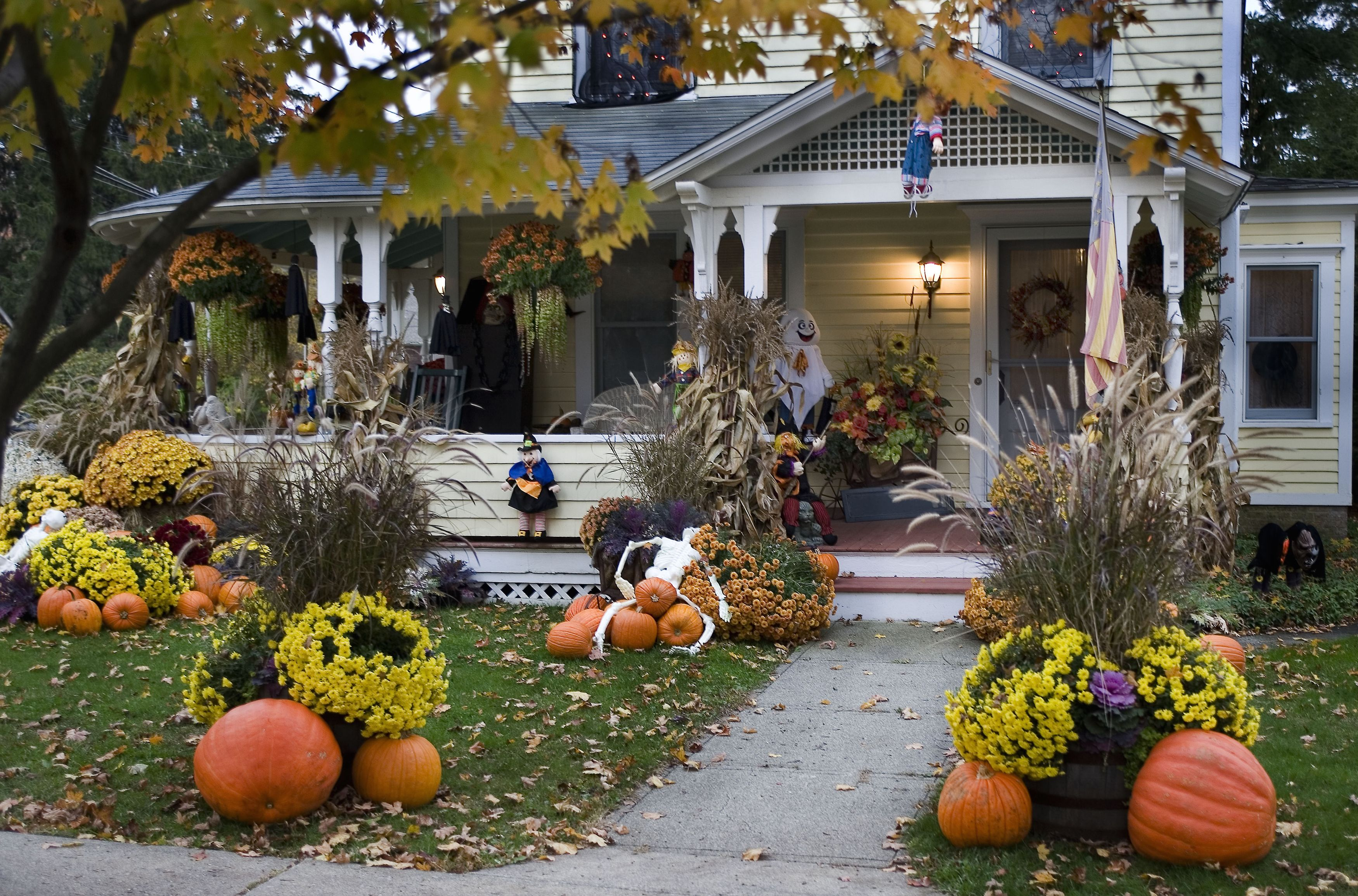 10 Best Outdoor Halloween Decorations - Porch Decor Ideas for Halloween